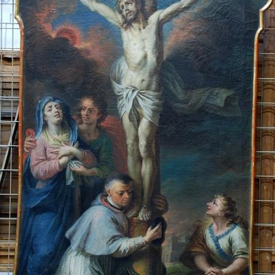 Christus am Kreuz mit Johannes, Maria Magdalena und Propst Töpsl (Porträt), den Kreuzesstamm umarmend